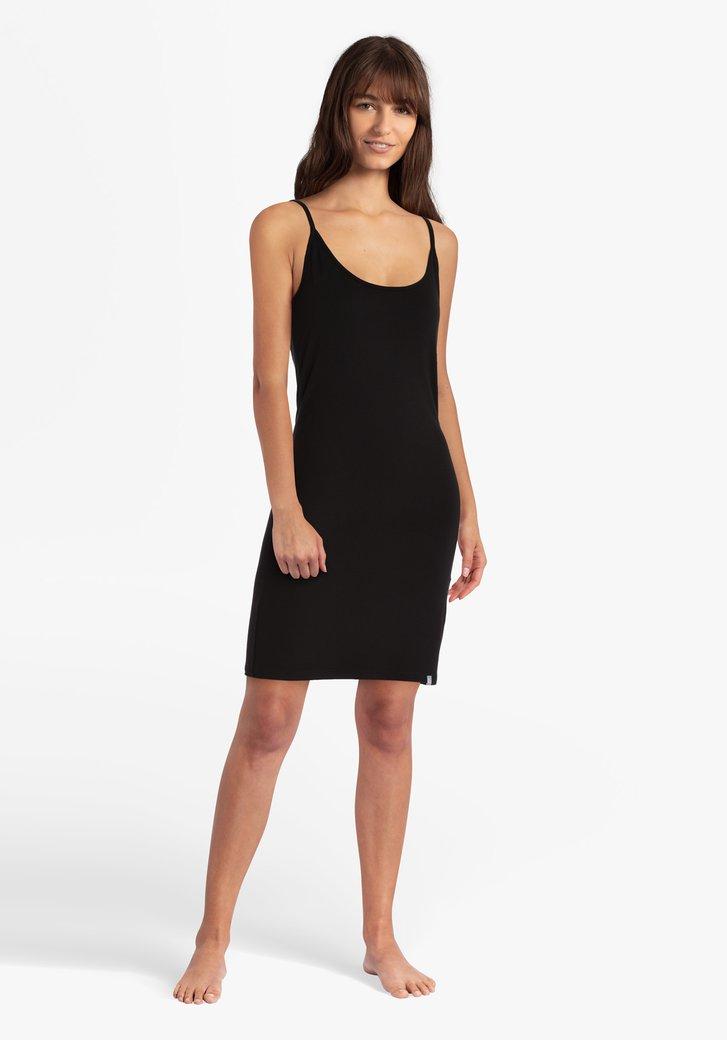 Sous-vêtement noir à fines bretelles