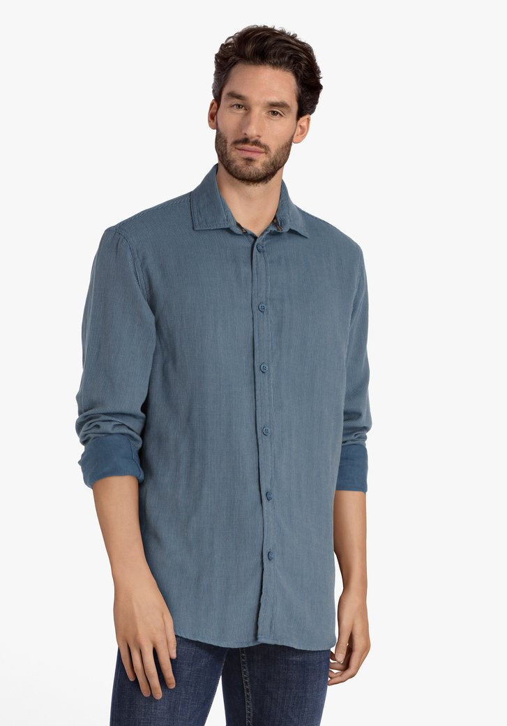 Staalblauw hemd met kleine witte streepjes
