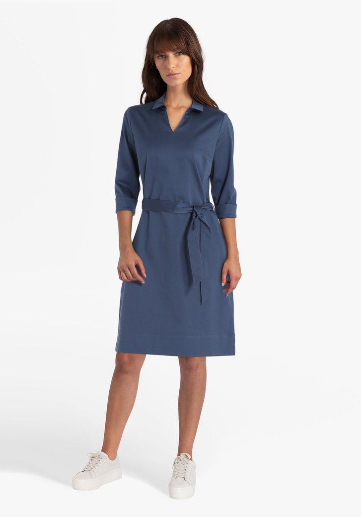 Staalblauw kleed met kraag en V-hals