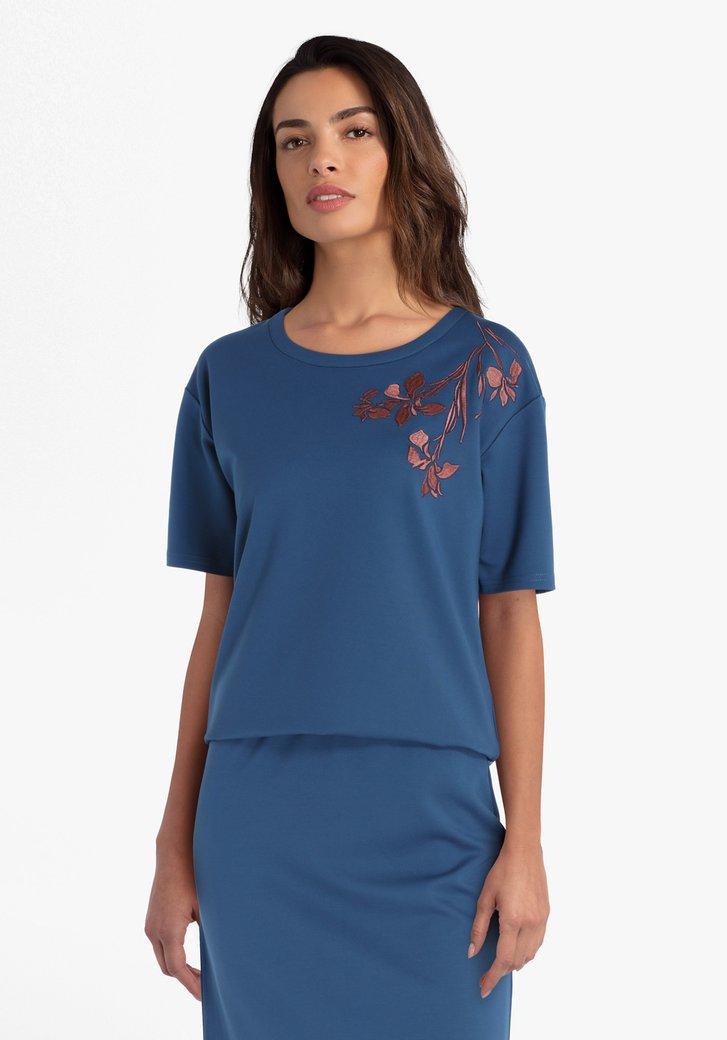 Staalblauwe T-shirt met bruine print