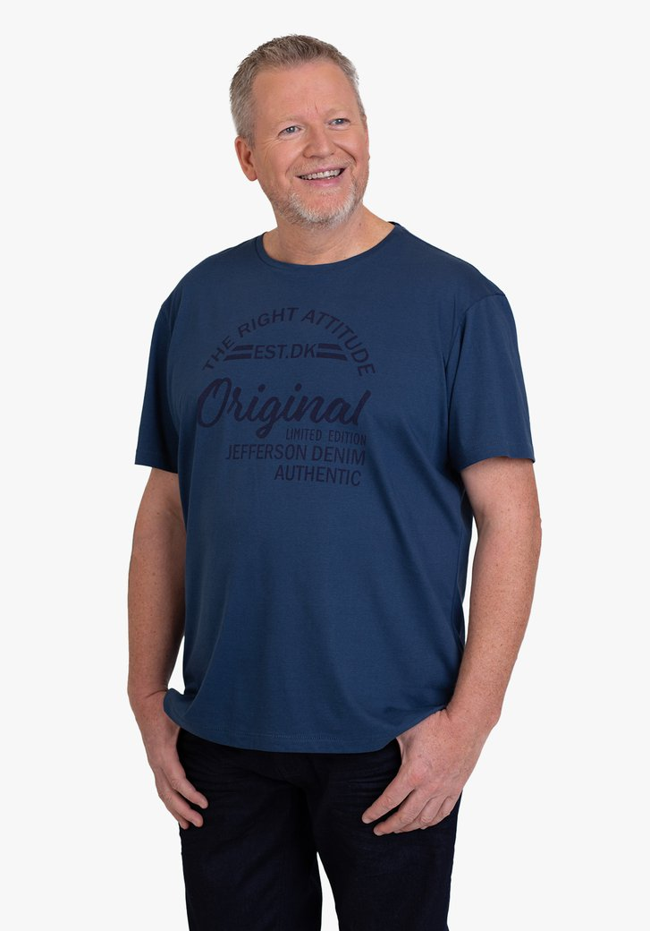 Staalblauwe T-shirt met opschrift