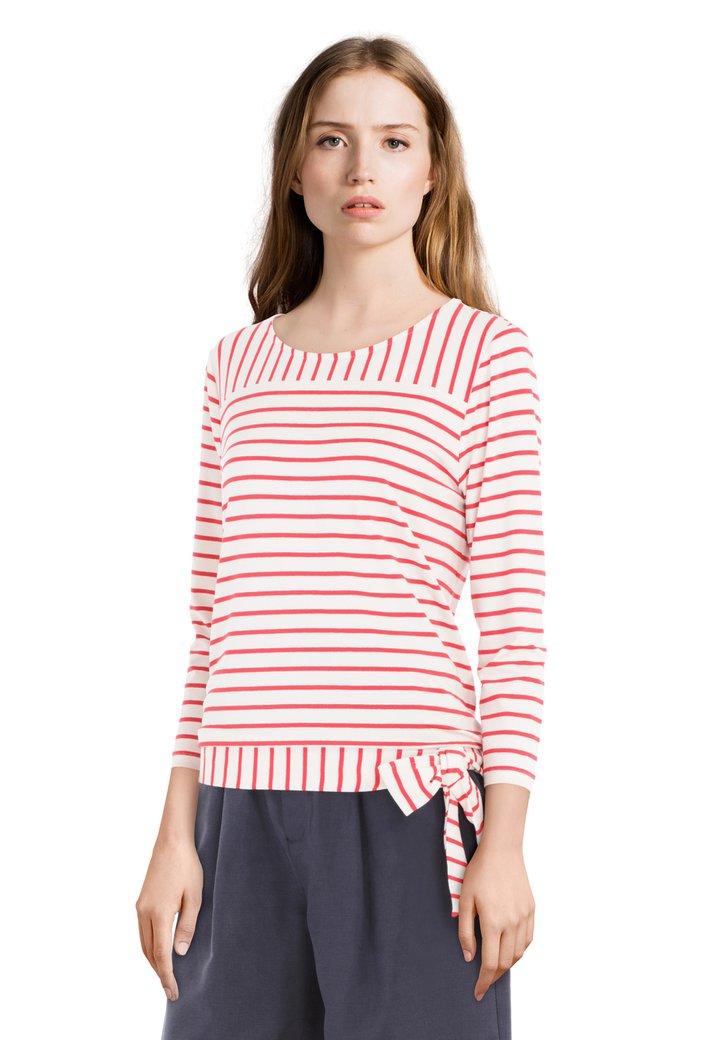 T-shirt à rayures rouges et nœud