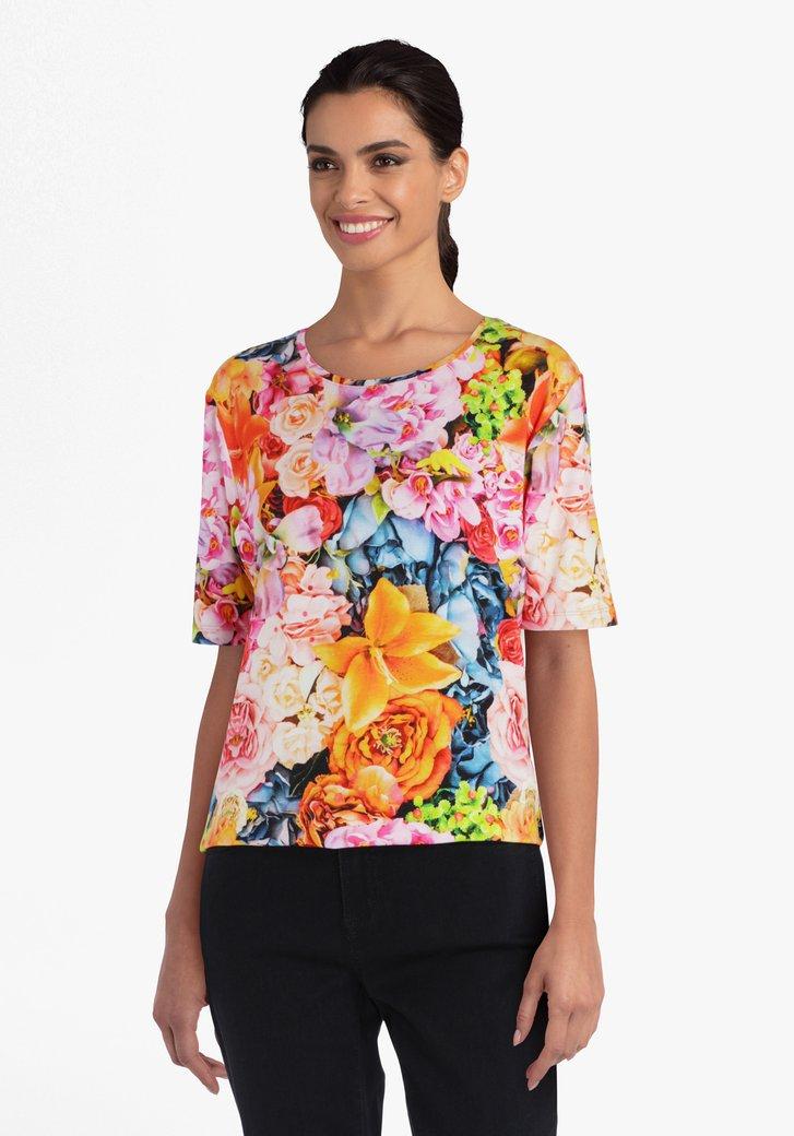 T-shirt met bloemen in verschillende kleuren