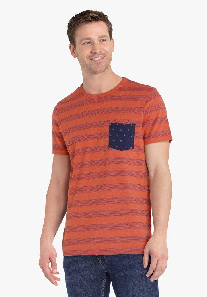 T-shirt rouge orangé à rayures bleu marines
