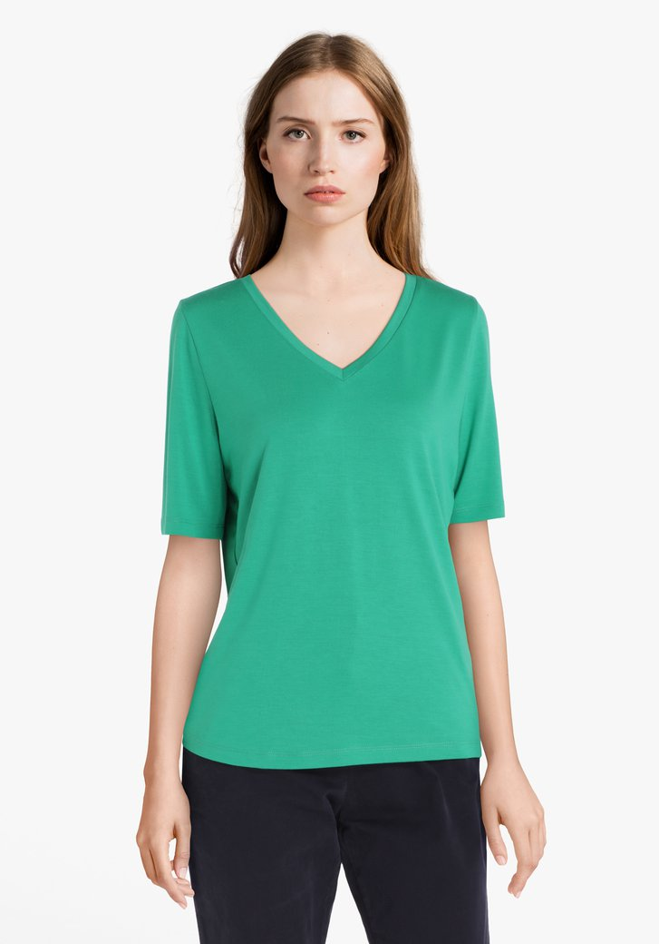 T-shirt vert à manches 3/4 et col en V
