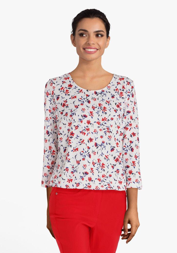 Wit T-shirt met blauwe en rode bloemen