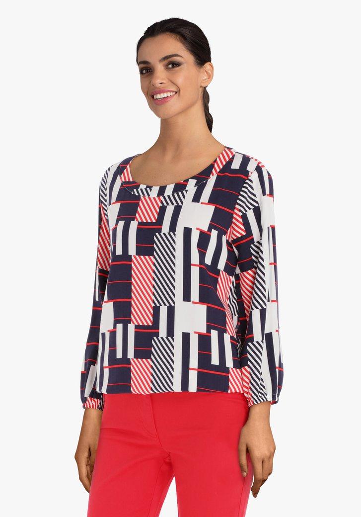 Witte blouse met blauw-rode geometrische print