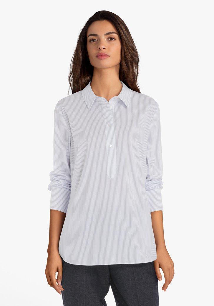 Witte blouse met blauwe strepen