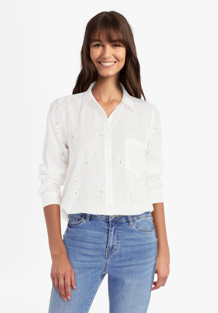 Witte blouse met broderie anglaise