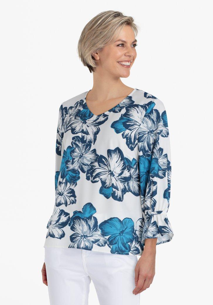 Witte blouse met cyaankleurige bloemen