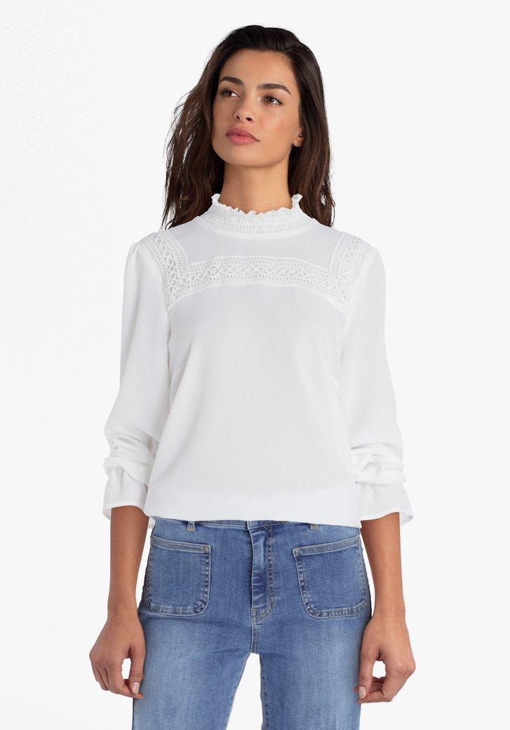 Witte blouse met kanten detail