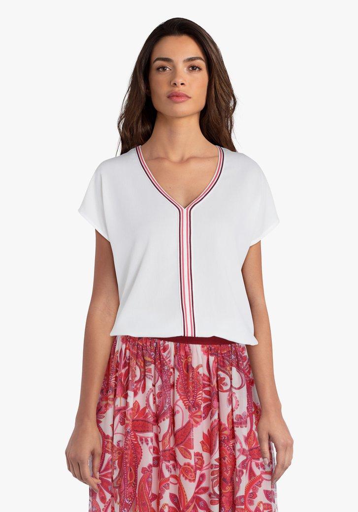 Witte blouse met roze accent