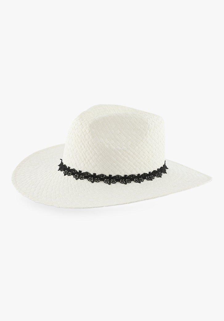 Witte hoed met kanten detail
