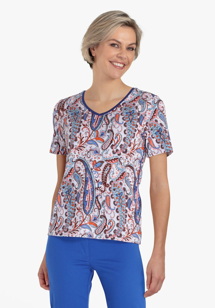 Witte T-shirt met blauw-oranje paisley print