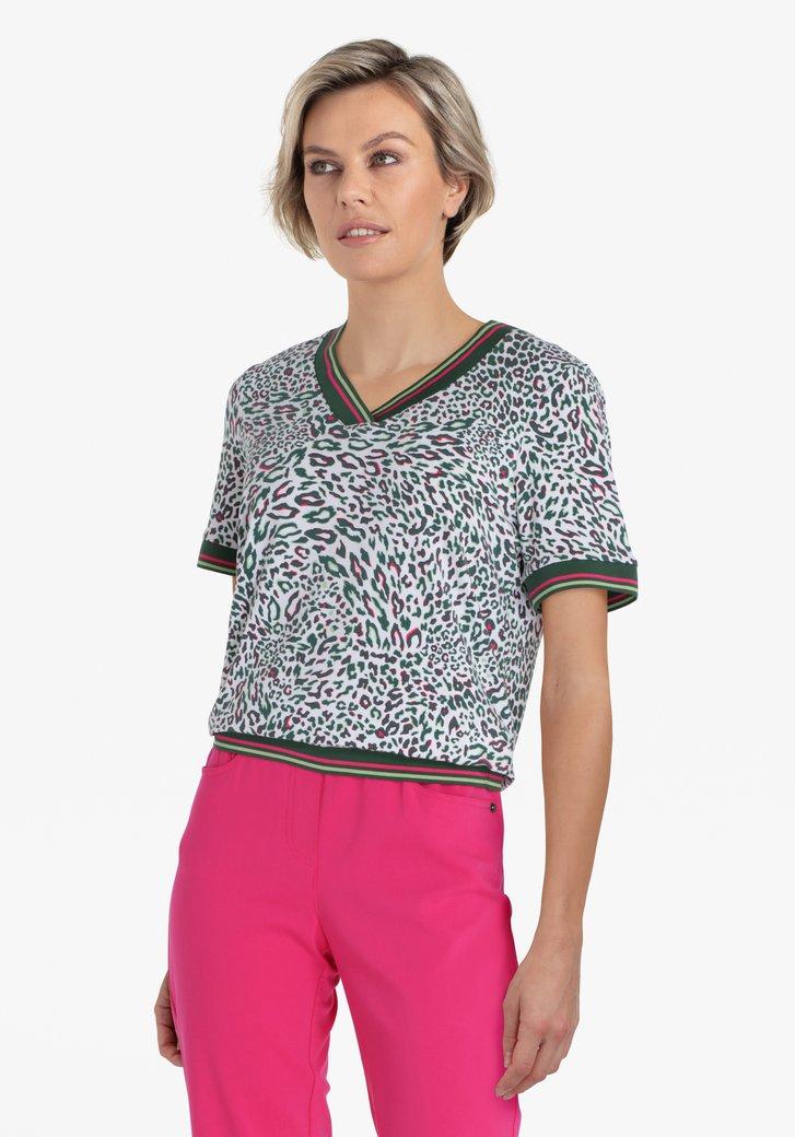 Witte T-shirt met groene luipaardprint
