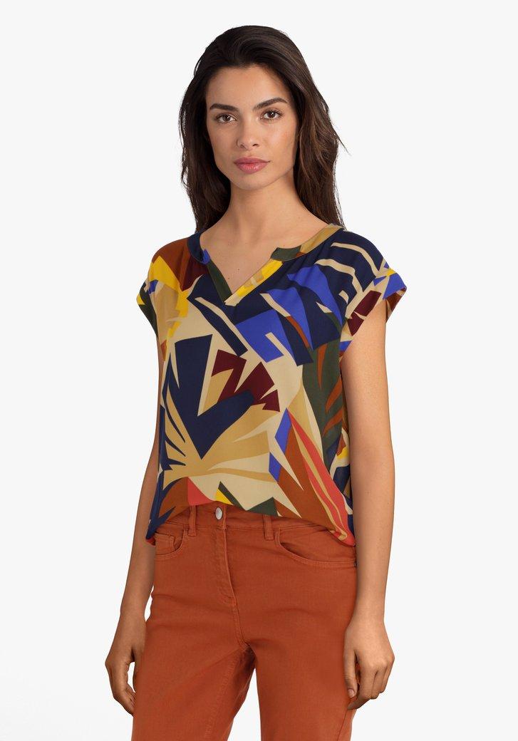 Zandbruine blouse met gekleurde bladerprint
