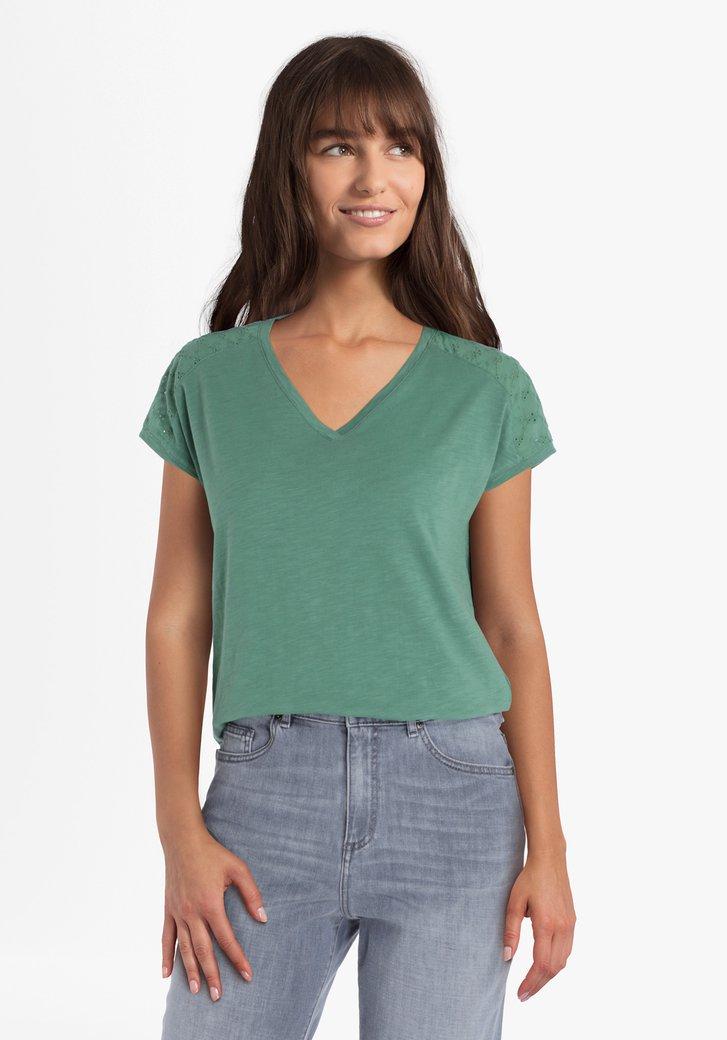 Zeegroene T-shirt met details op de schouder