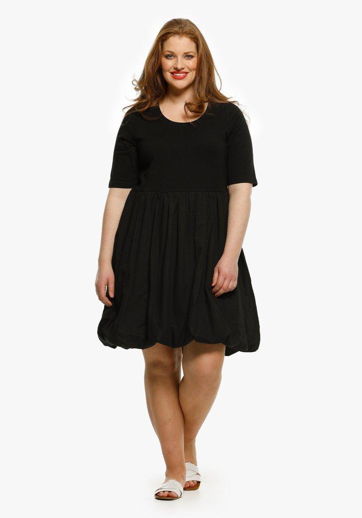 Zwart kleed met plooitjes