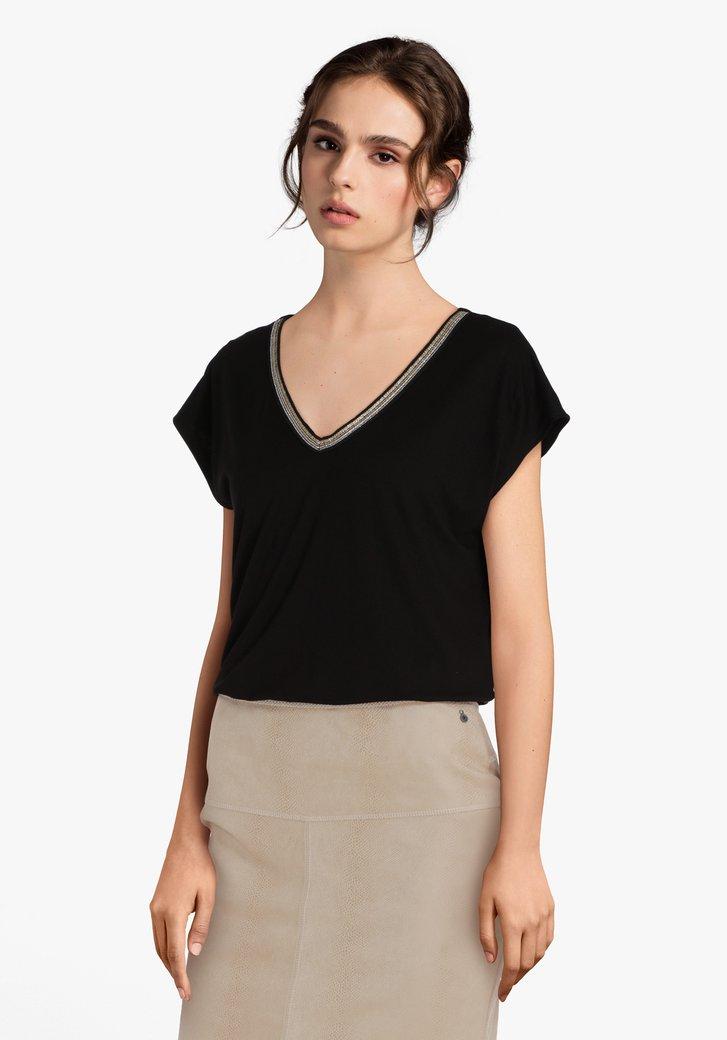 Zwart T-shirt met goudkleurige strass