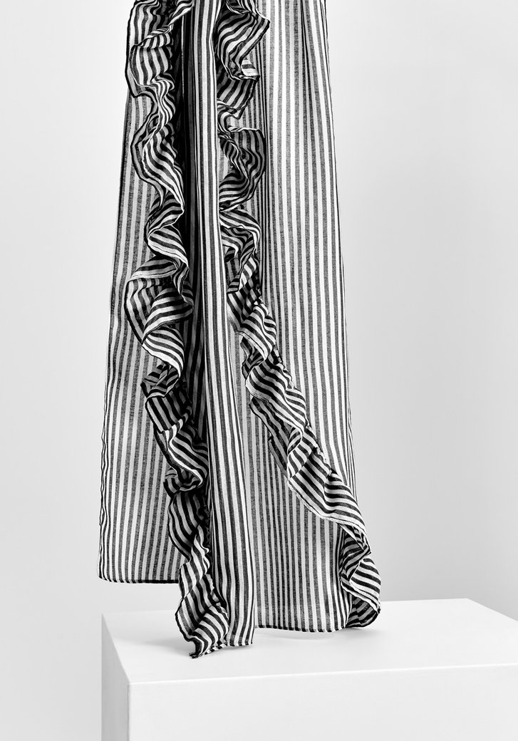 Zwart-wit gestreepte sjaal met ruches