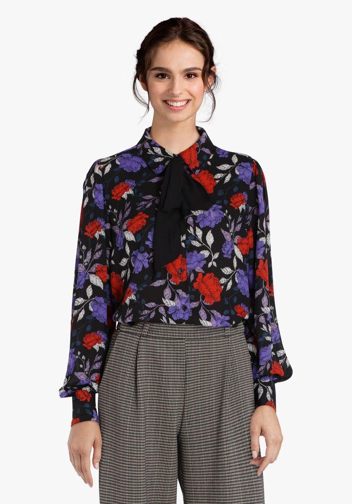 Zwarte blouse met paars-rode bloemen