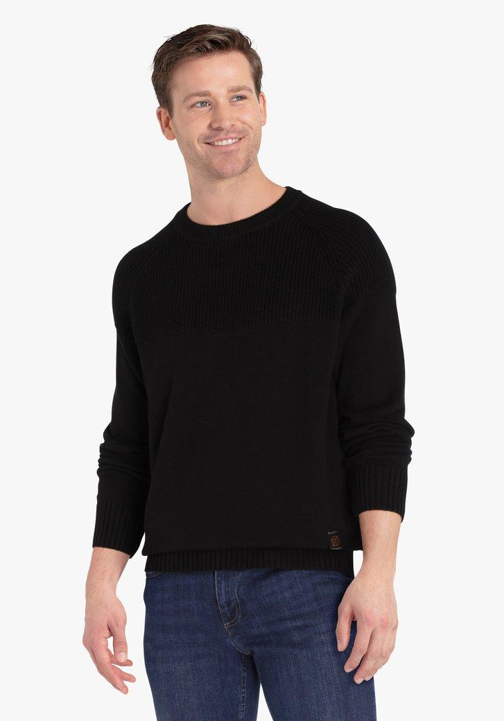 Zwarte gebreide trui