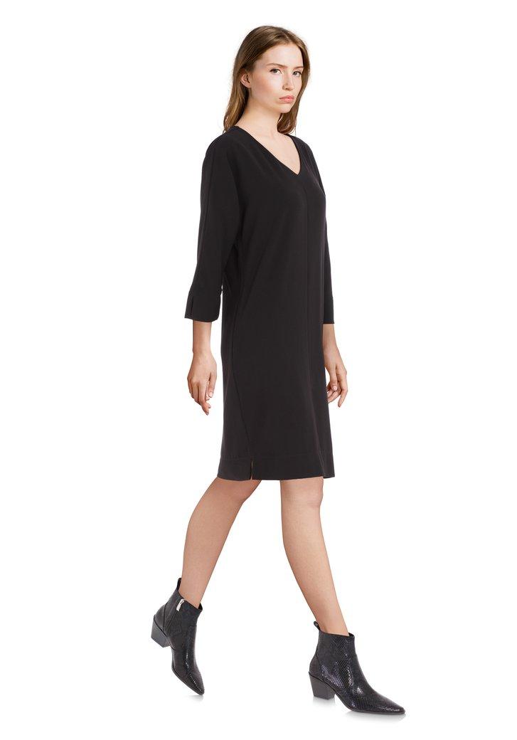 Zwarte recht kleed met V-hals
