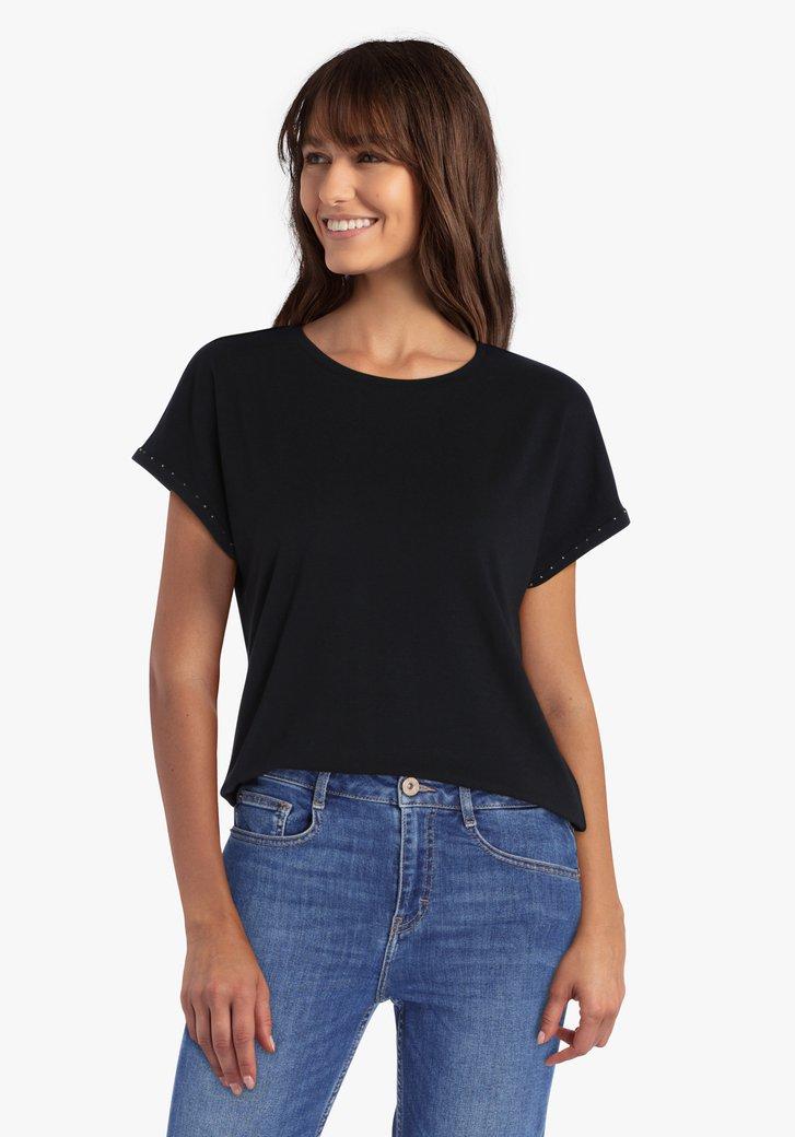Zwarte T-shirt met steentjes op de mouwen