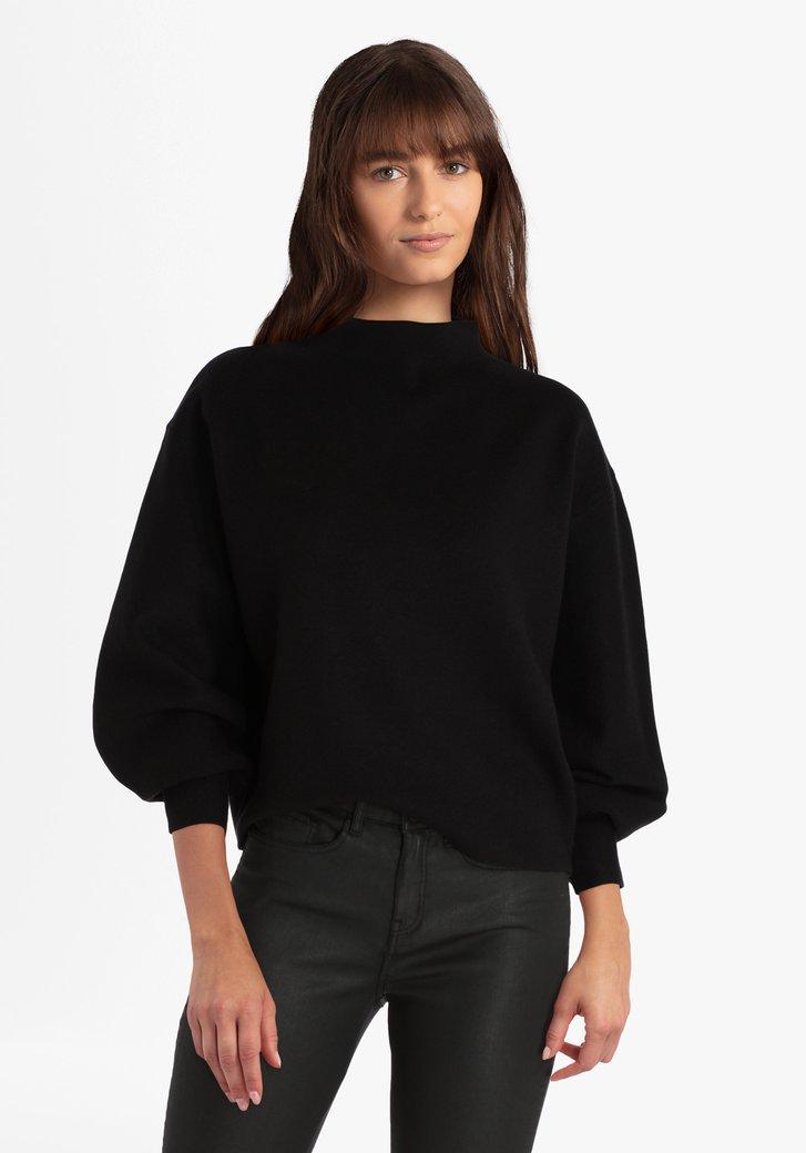 Zwarte trui met brede mouwen