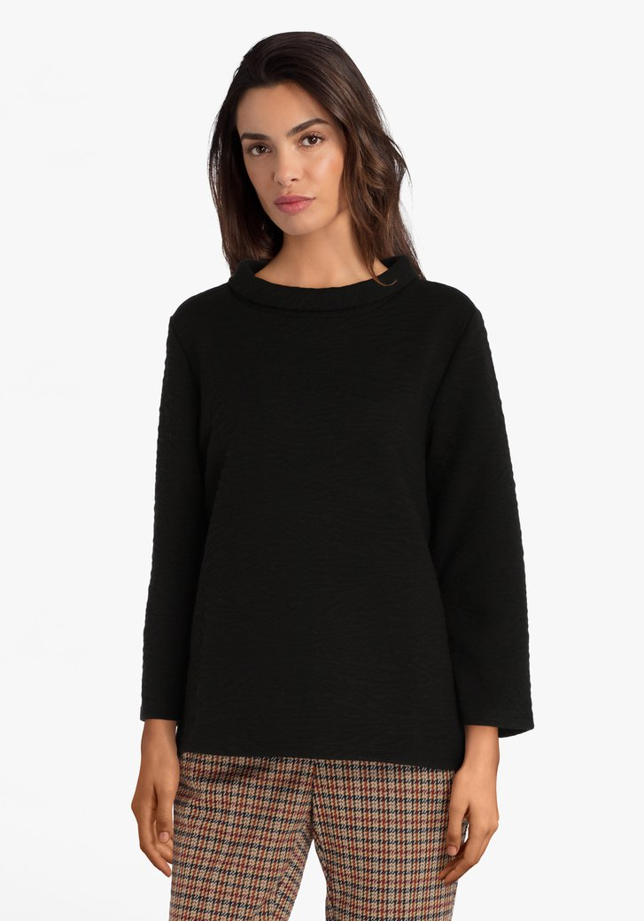 Zwarte trui met kraagje in structuurstof